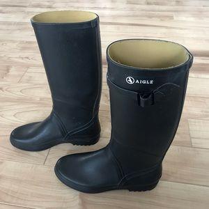 Agile rain boots